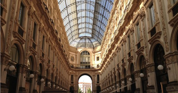 Galleria Vittorio Emanuele II, watching architecture and shopping in Milan